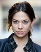 Analeigh Tipton (Caroline)