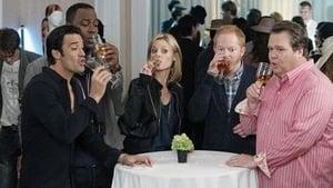 Modern Family, Season 3 - Go Bullfrogs! image