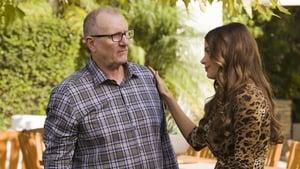 Modern Family, Season 8 - Do It Yourself image