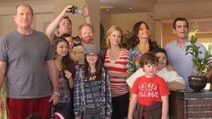 Modern Family, Season 1 - Hawaii image