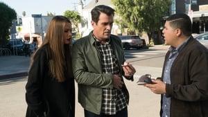 Modern Family, Season 9 - In Your Head image