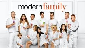 Modern Family, Season 9 image 0
