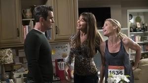 Modern Family, Season 9 - Winner Winner Turkey Dinner image