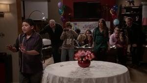 Modern Family, Season 4 - Party Crasher image