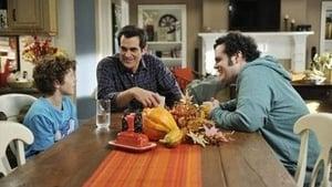 Modern Family, Season 3 - Punkin Chunkin image