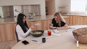 Keeping Up With the Kardashians, Season 17 - The Show Must Go On image