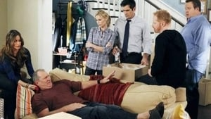 Modern Family, Season 3 - After the Fire image